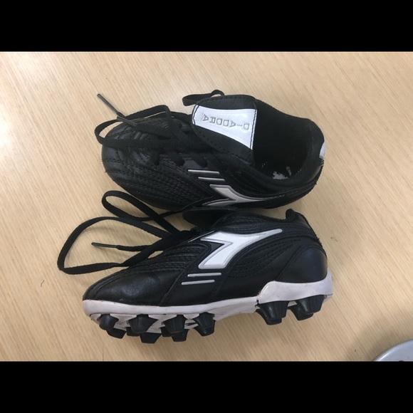 Diadora Other - Kids Diadora soccer cleats size 9 bc722a4e1be1